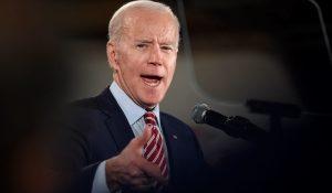 Biden szankciókat jelentett be Oroszország ellen, Washington tíz orosz diplomatát utasít ki