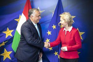 """Retteg a német lap: Orbán """"kiviszi"""" Magyarországot az Unióból"""