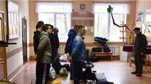 Az ukrán sorkötelesek tömegével bújnak ki a szolgálat alól