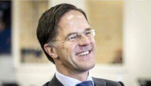 Mark Rutte: Magyarországnak vissza kell vonnia a törvényt és térdre kell ereszkednie